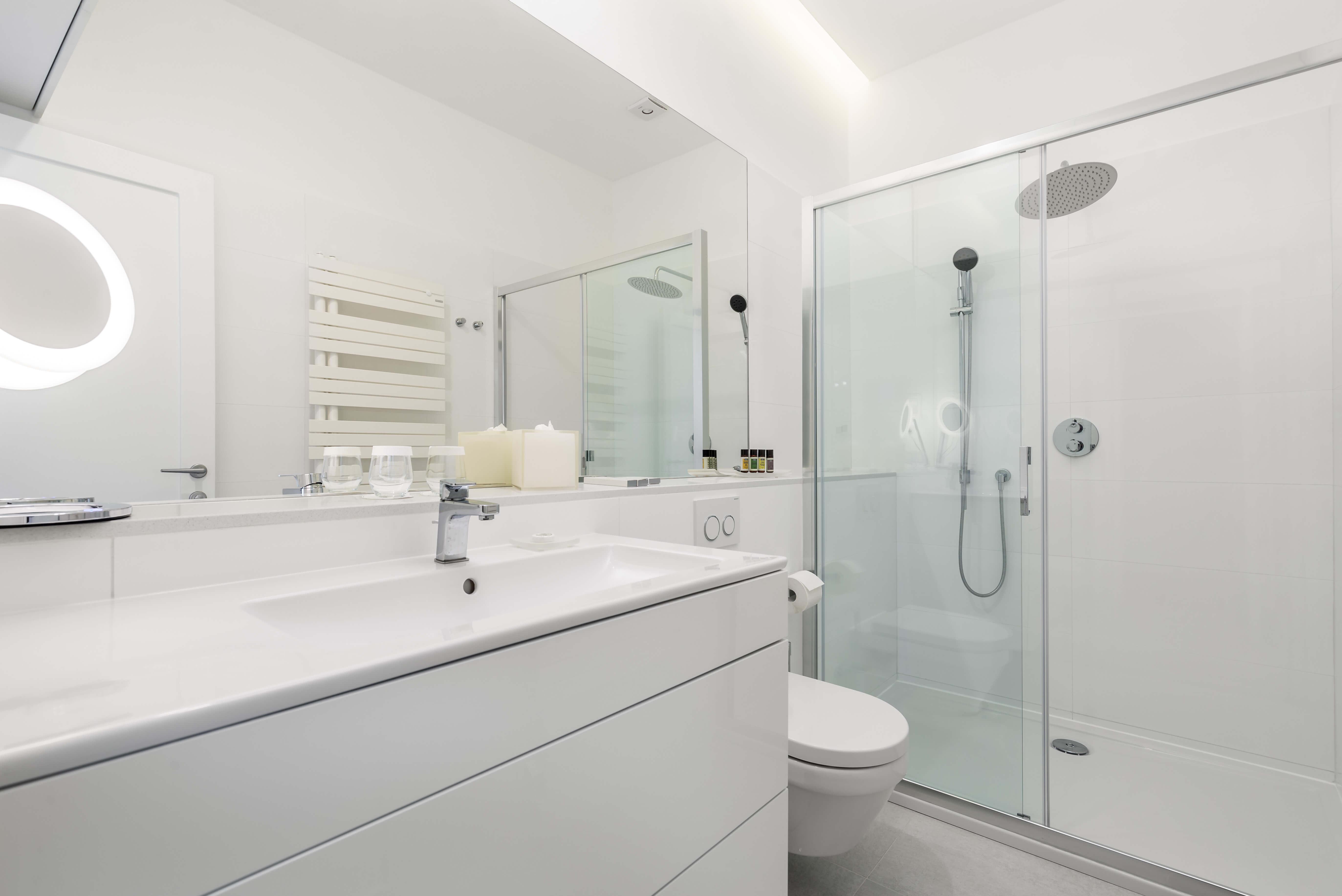 kupaonica, apartman OLA; opatija, kvarner, hrvatska, bijela kupaonica, luksuzna kupaonica
